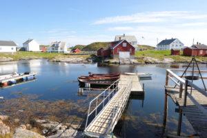Besuchen Sie ein traditionelles Fischerdorf Sør-Gjæslingan, Norwegen.